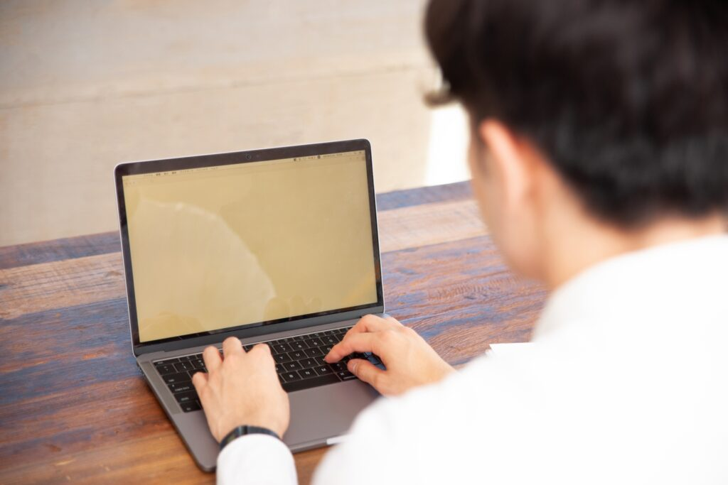 DX人材:単にプログラミングコードの技術を覚えるだけでは限界があるのイメージ画像